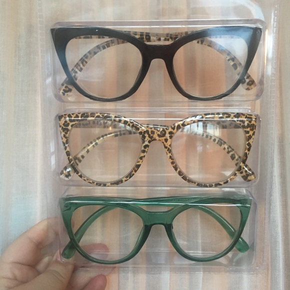 68b2348620 Betsey Johnson Readers Reading Glasses Leopard